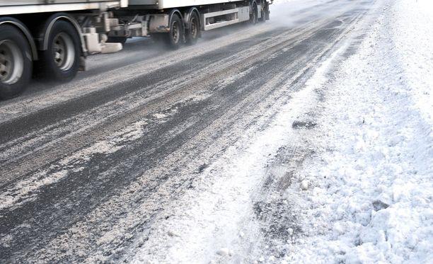 SKAL painottaa tiestön hoidon merkitystä turvalliselle liikenteelle.