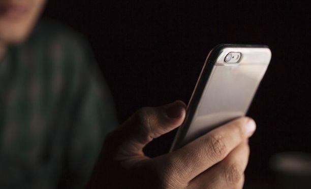 Jotkin sovellukset voivat käyttää puhelimen kameraa siitä ilmoittamatta.