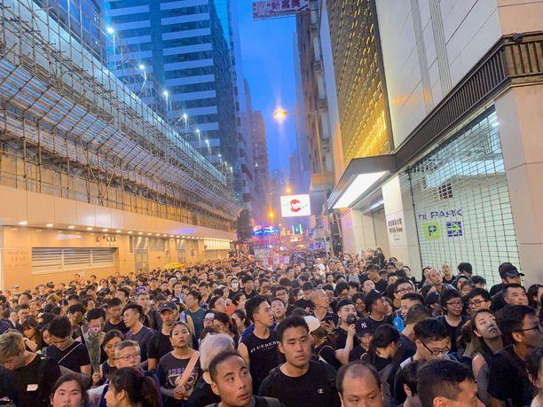 Arvioiden mukaan protestoijia on ollut kaduilla jopa kaksi miljoonaa.
