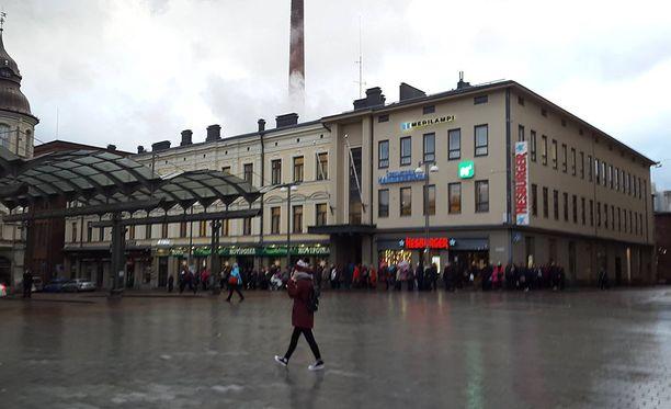Tampereen Keskustorilla ajeli aggressiivinen nuori kuljettaja. Kuva viime vuodelta.