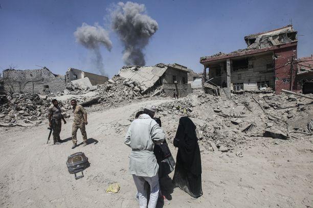 Taistelut jatkuvat Mosulin vanhassakaupungissa, samalla siviilit pakenevat vapautetuista kaupunginosista.