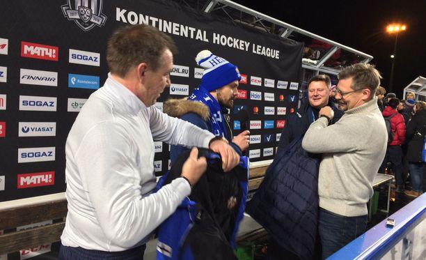 Oleg Znarok ja Jukka Jalonen vaihtoivat takkeja.