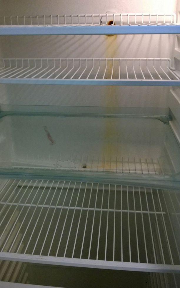 Jääkaappi haisi.