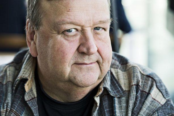 Näyttelijä Mikko Kivinen laihtui 1990-luvun puolivälissä 40 kiloa näkkileipädieetillä.
