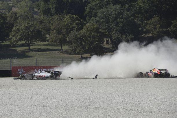 Max Verstappen ja Romain Grosjean olivat mukana startin kolarissa.