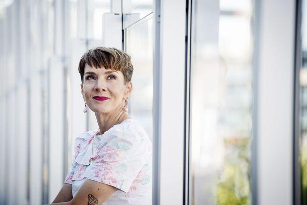 Maria Veitolalta löydettiin joulukuussa 2019 kasvain, mutta se leikattiin vasta lokakuussa. Kuva on otettu elokuussa MTV:n pressitilaisuudessa, jossa Maria oli Yökylässä Maria Veitola -ohjelman tiimoilta.