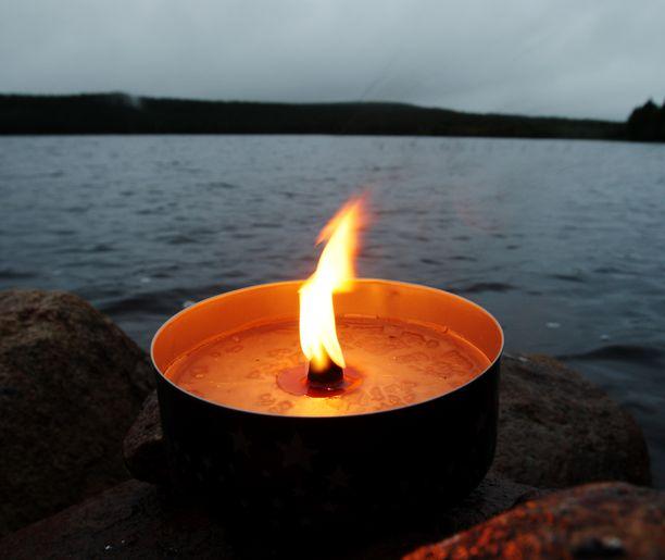 Ulkotulta saa polttaa vain riittävän kaukana palavasta materiaalista, pelastuslaitos muistuttaa.