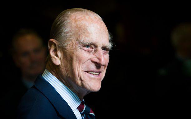 Prinssi Philip luopui Tanskan ja Kreikan prinssin titteleistään avioiduttuaan Elisabetin kanssa.