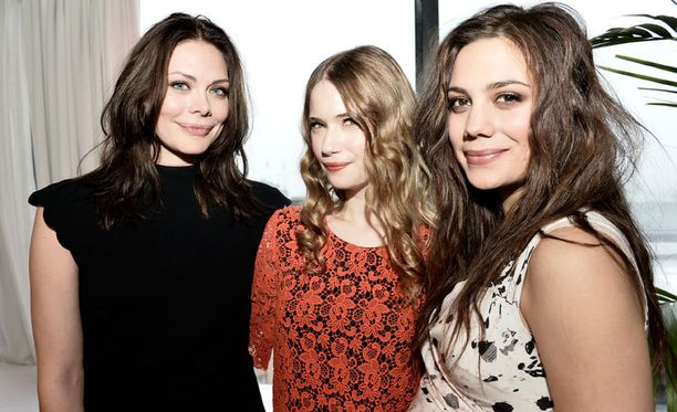 Nymfit-sarjassa nähdään Rebecan lisäksi muun muassa Sara Soulié, Manuela Bosco, Malla Malmivaara ja Ilkka Villi.