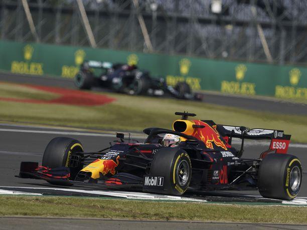 Max Verstappen nousi voittoon Silverstonessa.