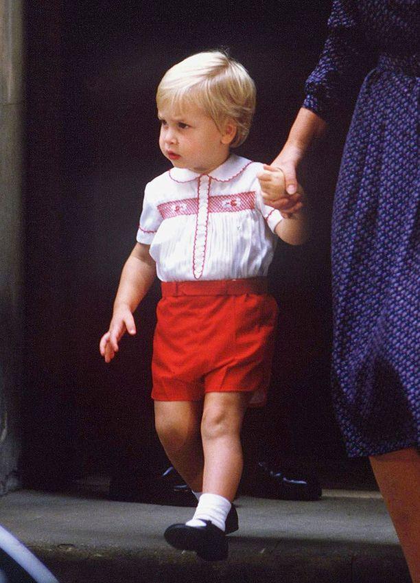 Prinssi William on tässä kaksivuotias.