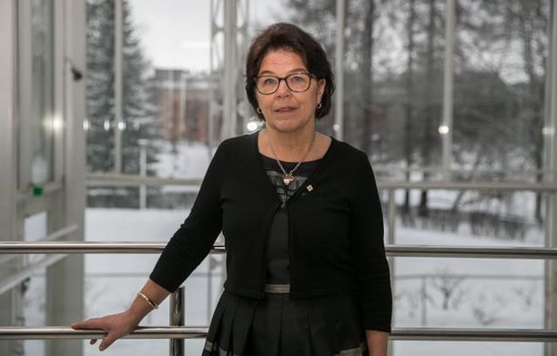 Suomen lähi- ja perushoitajien liiton Superin puheenjohtajan Silja Paavolan mukaan käytännöstä kärsivät niin hoitajat kuin hoidettavatkin.