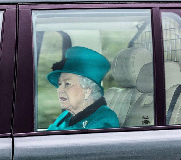 Kuningatar Elisabet välttelee nyt ihmisjoukkoja.