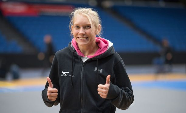Elvira Karppinen voitti lukkopainin hallitsevan maailmanmestarin.