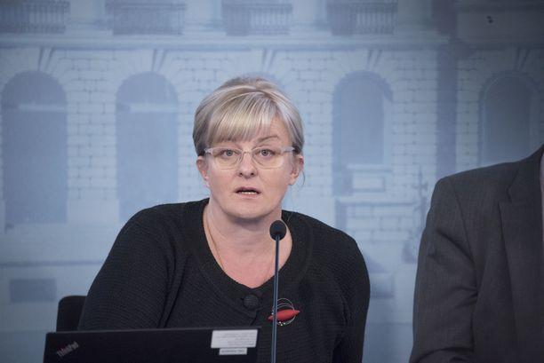 Sosiaali- ja terveysministeri Pirkko Mattila (sin). KUVA: PETE ANIKARI/IL.