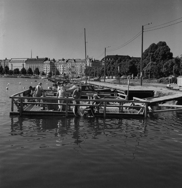Mattolaituri Kaivopuistonrannassa vuonna 1982.