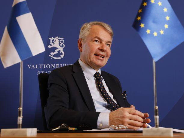 Ulkoministeri Pekka Haavisto (vihr) on tunnetuin ulkoministeriön kolmesta ministeristä.