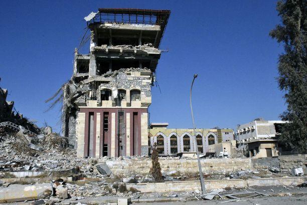 Esimerkiksi koko Mosulin yliopiston alue on raunioina.