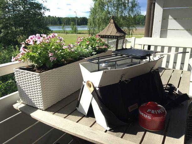 Primus Onja -retkikeitin sopii parvekkeen pöydällekin.