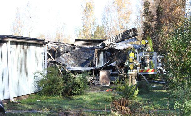 Rivitalo tuhoutui syyskuisessa palossa lähes kokonaan.
