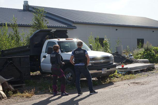 Poliisi suoritti ampumapaikalla teknistä tutkintaa sunnuntaina.