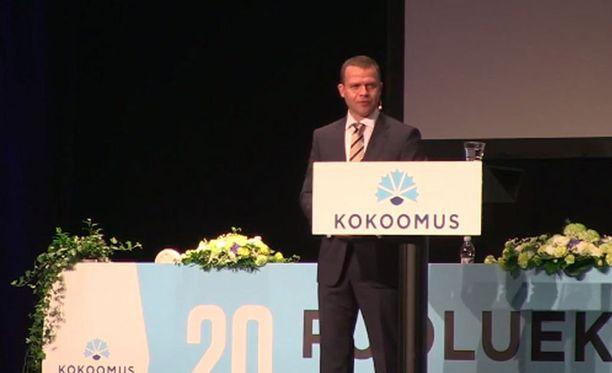 Petteri Orpo aloitti ehdokkaiden puheet.