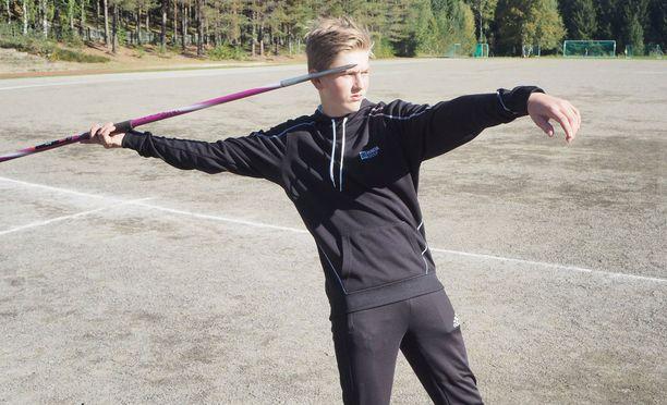 Topi Parviainen, 12, on sekä 12- että 13-vuotiaiden Suomen ennätyksen haltija.