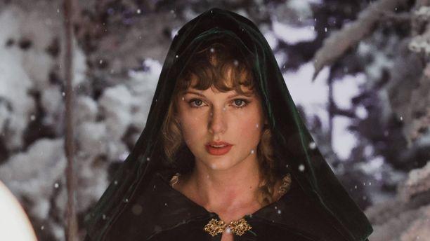 Taylor Swiftin tänä vuonna julkaisemat Evermore- ja Folklore-albumit ovat niittäneet suurta suosiota.