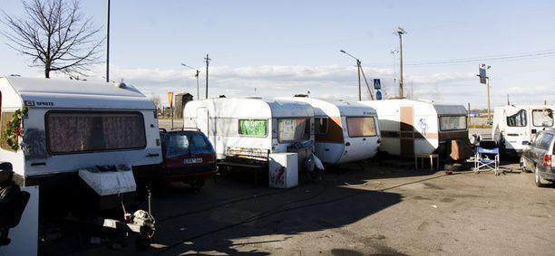 Romanikerjäläiset ovat leiriytyneet Kalasatamaan.