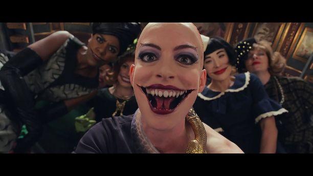 Hathawayn noidan roolihahmon suupielet ovat samalla lailla karmaisevat kuin Batman-elokuvien pahiksen, Jokerin.