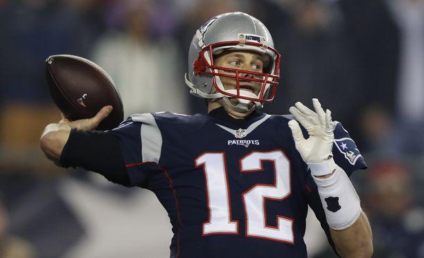 Tom Brady vei New England Patriotsin Super Bowlin voittoon viime talvena.