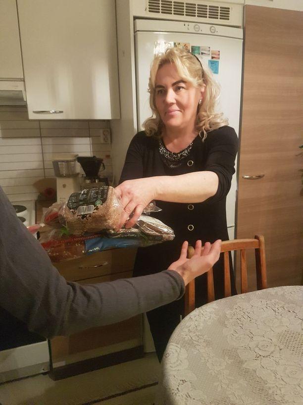 Terhi Siidoroff on pyytänyt Ylöjärven kaupunkia osoittamaa hänelle toimitilat, jotta elintarvikkeiden lisäksi voitaisiin jakaa myös vaatteita, huonekaluja ja muita kodin tarvikkeita. Peseytymistiloillekin olisi tarvetta, koska kävijöinä on myös asunnottomia.