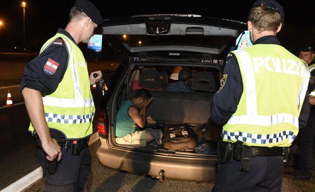 Itävallan viranomaiset ovat löytäneet vajaan vuorokauden sisään jo yli 200 laitonta Eurooppaan pyrkijää.