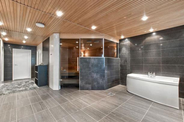 Kodissa on reilun kokoinen saunaosasto.