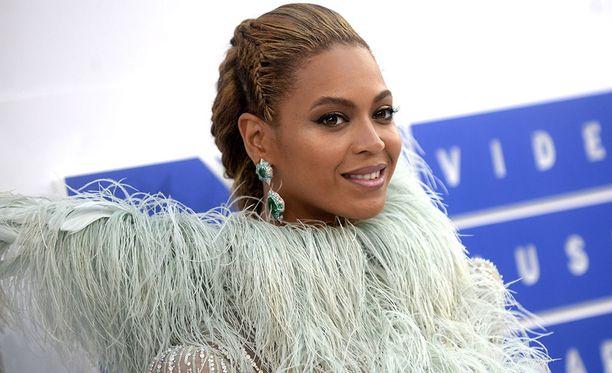 Beyoncekin osaa nolostuttaa jälkikasvunsa.