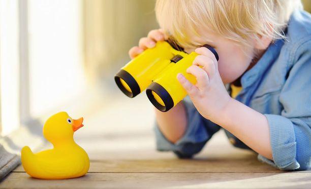 Lasten kylpy- ja purulelujen tarkempi tutkiminen voi tuottaa ikävän yllätyksen. Kuvituskuva.