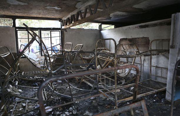 Tyttöjen makuusali paloi täysin öisessä tulipalossa.