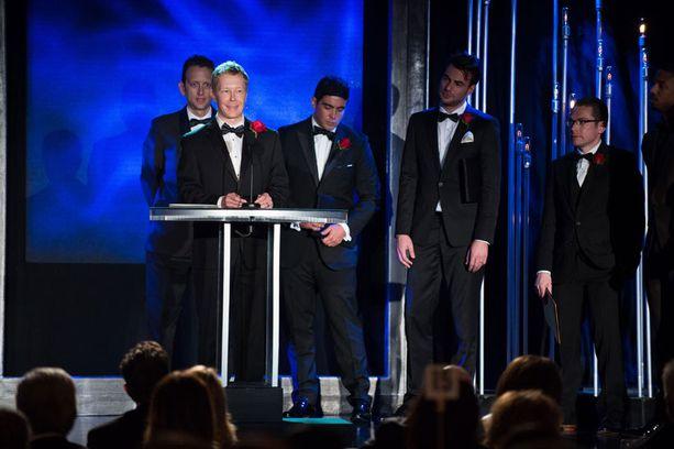 Janne Kontkanen puhumassa Oscar-tilaisuudessa.