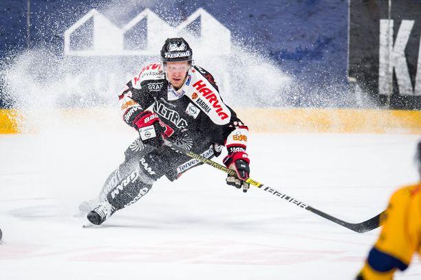 Jani Tuppurainen palkittiin keväällä 2012 Jari Kurri -palkinnolla, pudotuspelien arvokkaimpana pelaajana. Piste-ennätyksensä hän teki toissakaudella 37-vuotiaana.