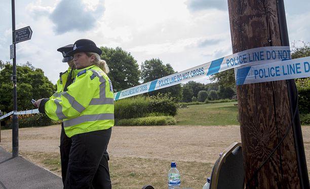 Paikallinen poliisi eristi hetkellisesti kadun Salisburyssa lähellä ravintolaa, jossa Skripalit olivat käyneet syömässä ennen myrkytysoireidensa puhkeamista. Kuvituskuva.