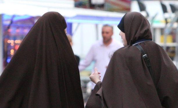Muslimeille suunnattu avioliitto-opas suututti myös Kanadan maltilliset islamilaiset.
