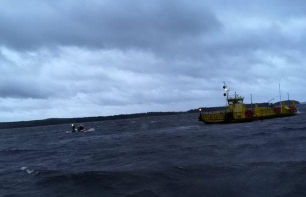 Itä-Suomessa puhaltanut myräkkä nostatti metriset aallot.
