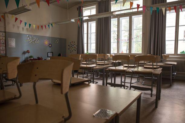 Oppilasaines muuttuu yhä haastavammaksi ja väkivalta lisääntyy. Samaan aikaan henkilökunnan kurinpitomahdollisuuksia on rajoitettu.
