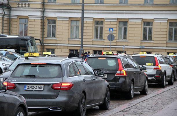 Taksien on jatkossa käytettävä taksamittaria tai muuta Traficomin vaatimukset täyttävää järjestelmää, joka tallentaa riittävät tiedot matkasta.