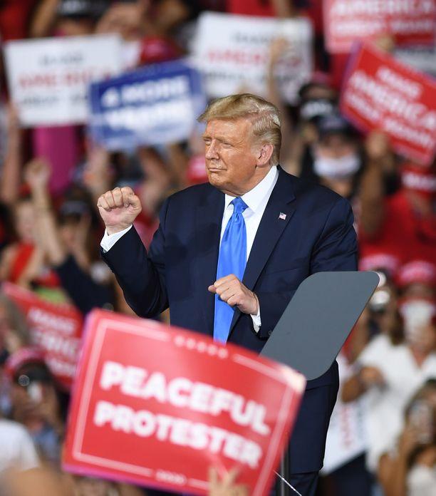 Tässä Trumpin nyrkit ja lanteet saivat kyytiä Floridassa syyskuun lopussa.