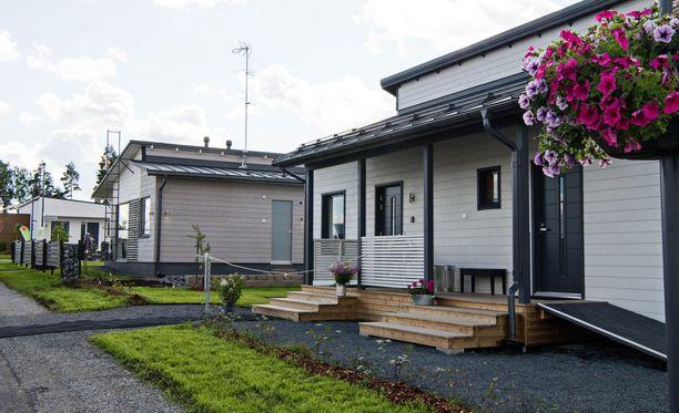 Rakentajien yhteinen näkemys oli, että taloihin tulevat tummat katot.