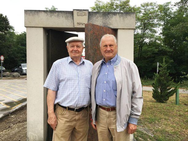Johann Göltl (vas.) ja Arpad Bella olivat töissä historiallisena päivänä.