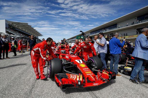 Kimi Räikkösen Ferrari Austinissa Yhdysvaltain GP:n suoralla.
