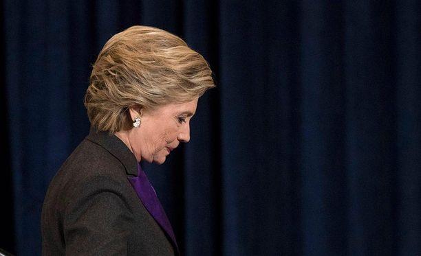 Hillary Clinton ei syyttänyt FBI:ta vielä vaalituloksen selviämisen jälkeen pitämässään puheessa.