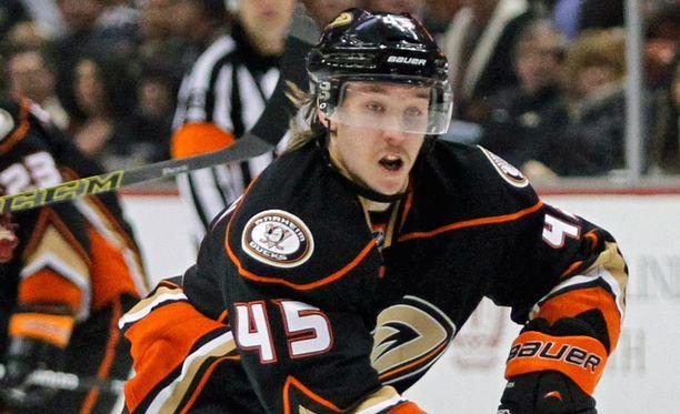 Sami Vatasen Anaheim Ducks kohtaa pudotuspelien avauskierroksella Winnipeg Jetsin.